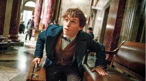 fantastic-beasts-and-where-to-find-them-eddie-redmayne-1