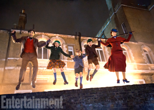 Lin-Manuel Miranda and Emily Blunt star in MARY POPPINS RETURNS.