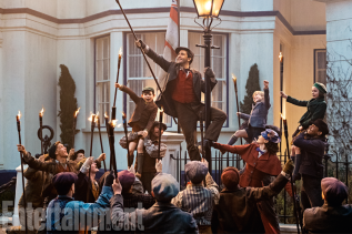 Lin-Manuel Miranda stars in MARY POPPINS RETURNS.