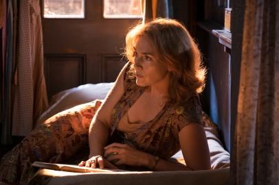 Kate Winslet stars in WONDER WHEEL.